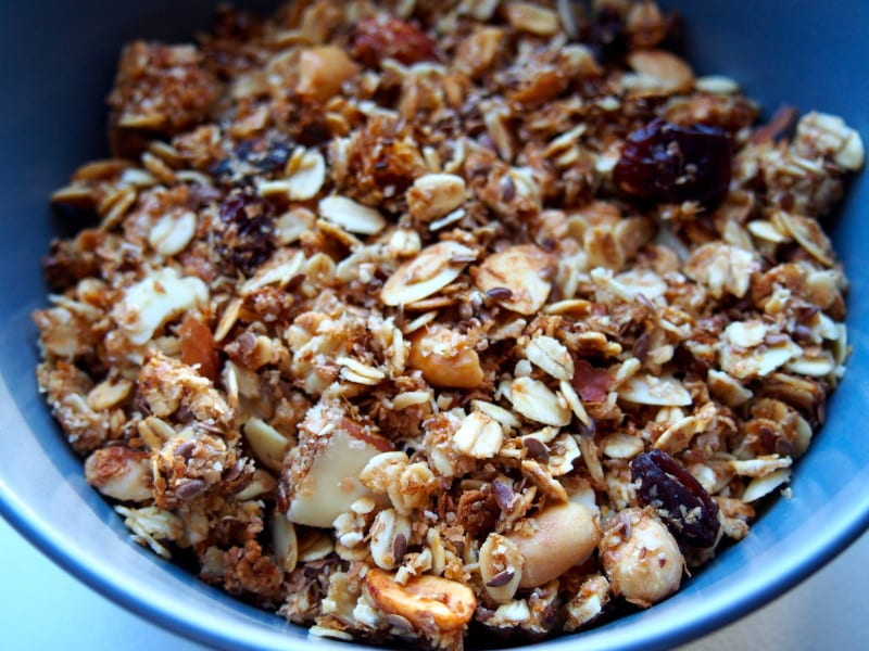 Oat and nut granola